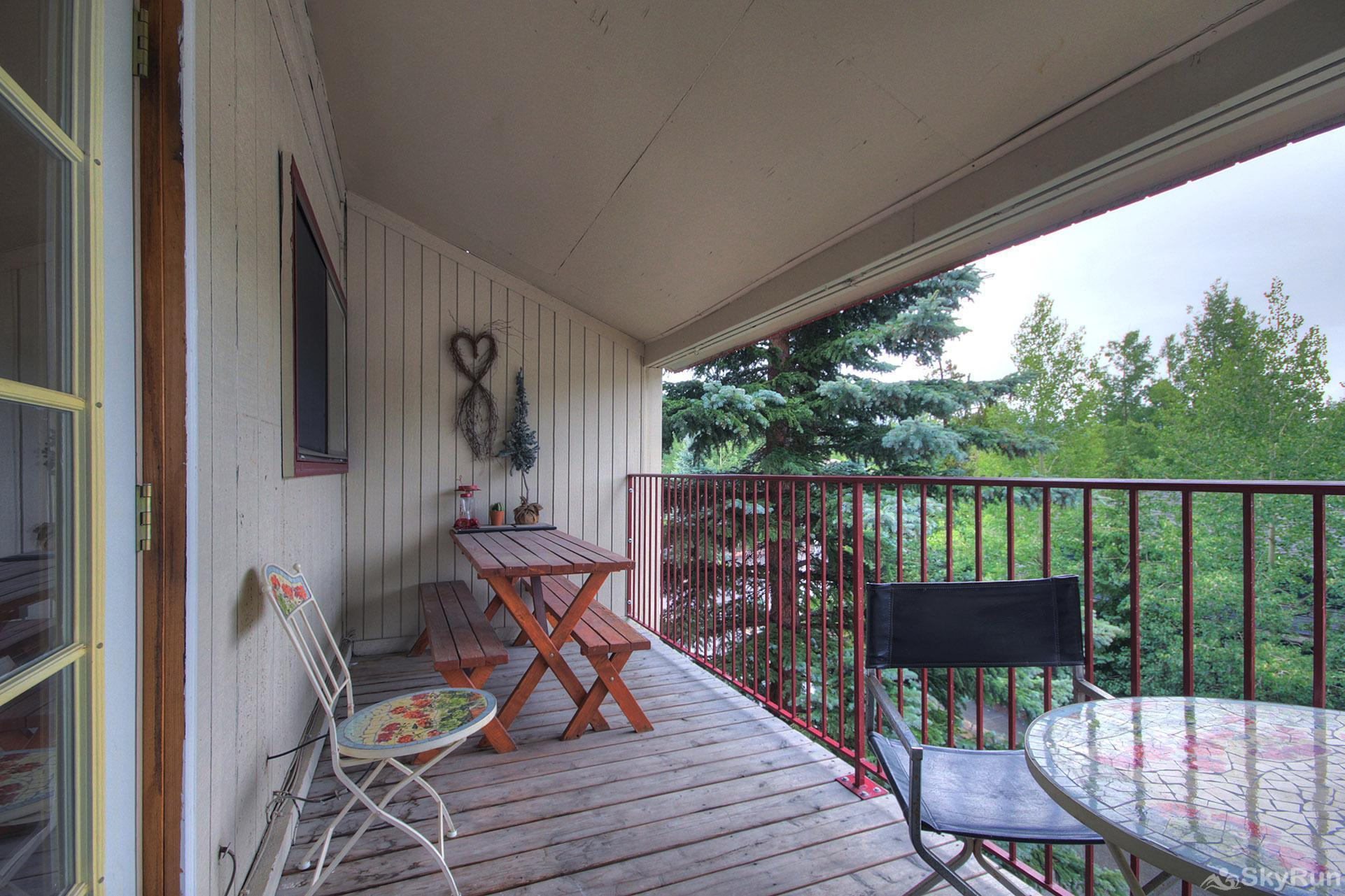 Alpenrose 303 Spacious patio to enjoy a meal outside