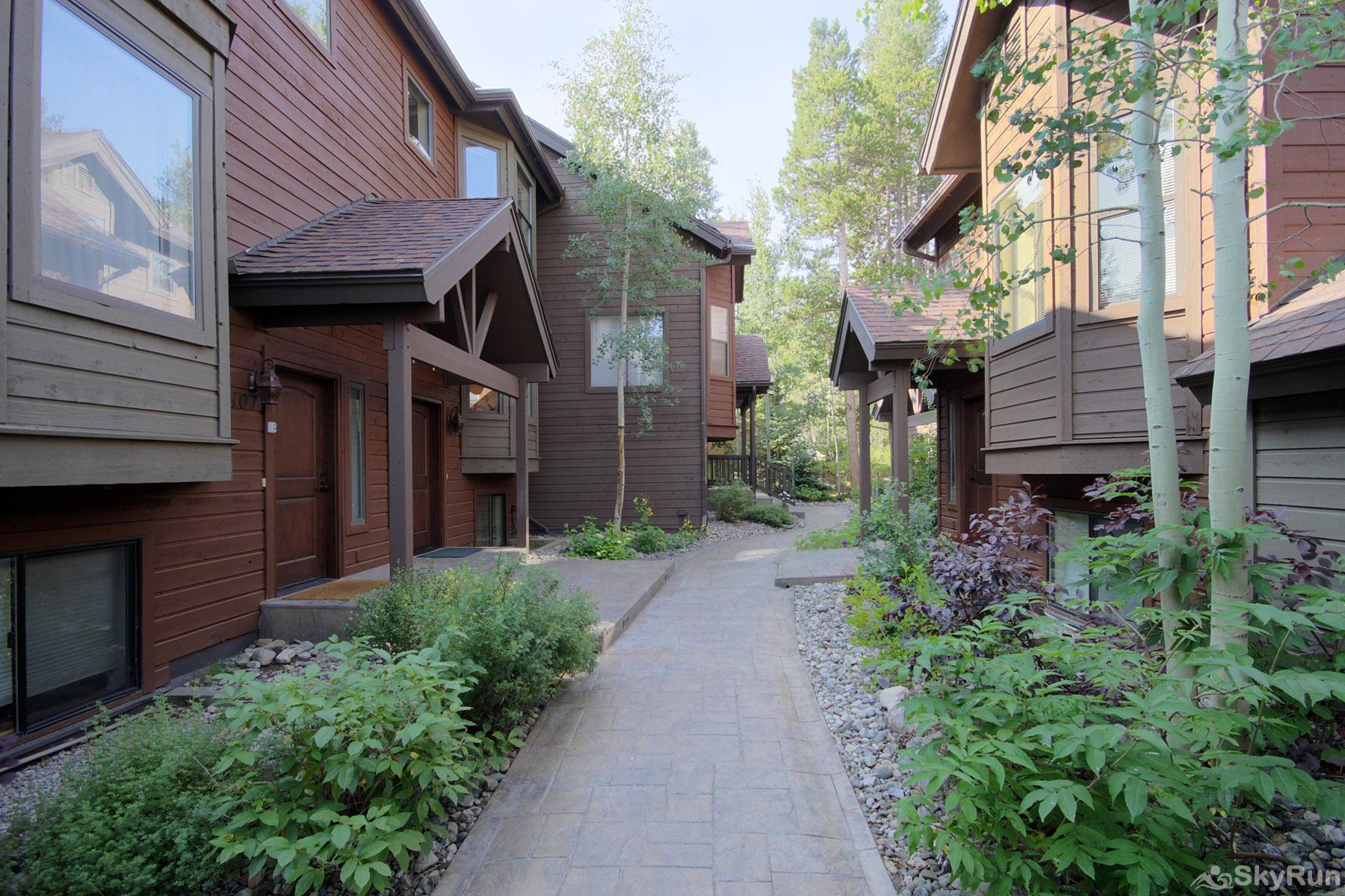 Village Point 109 Well maintained townhome complex is peaceful & quiet