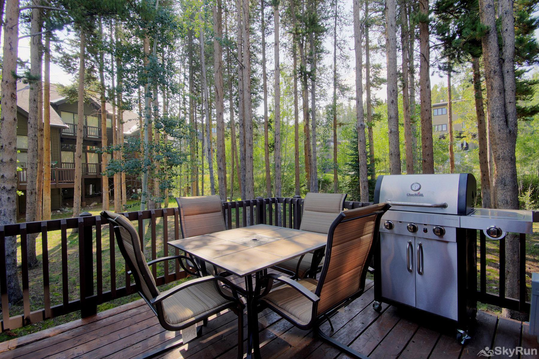 Village Point 109 Private outdoor deck with propane gas BBQ
