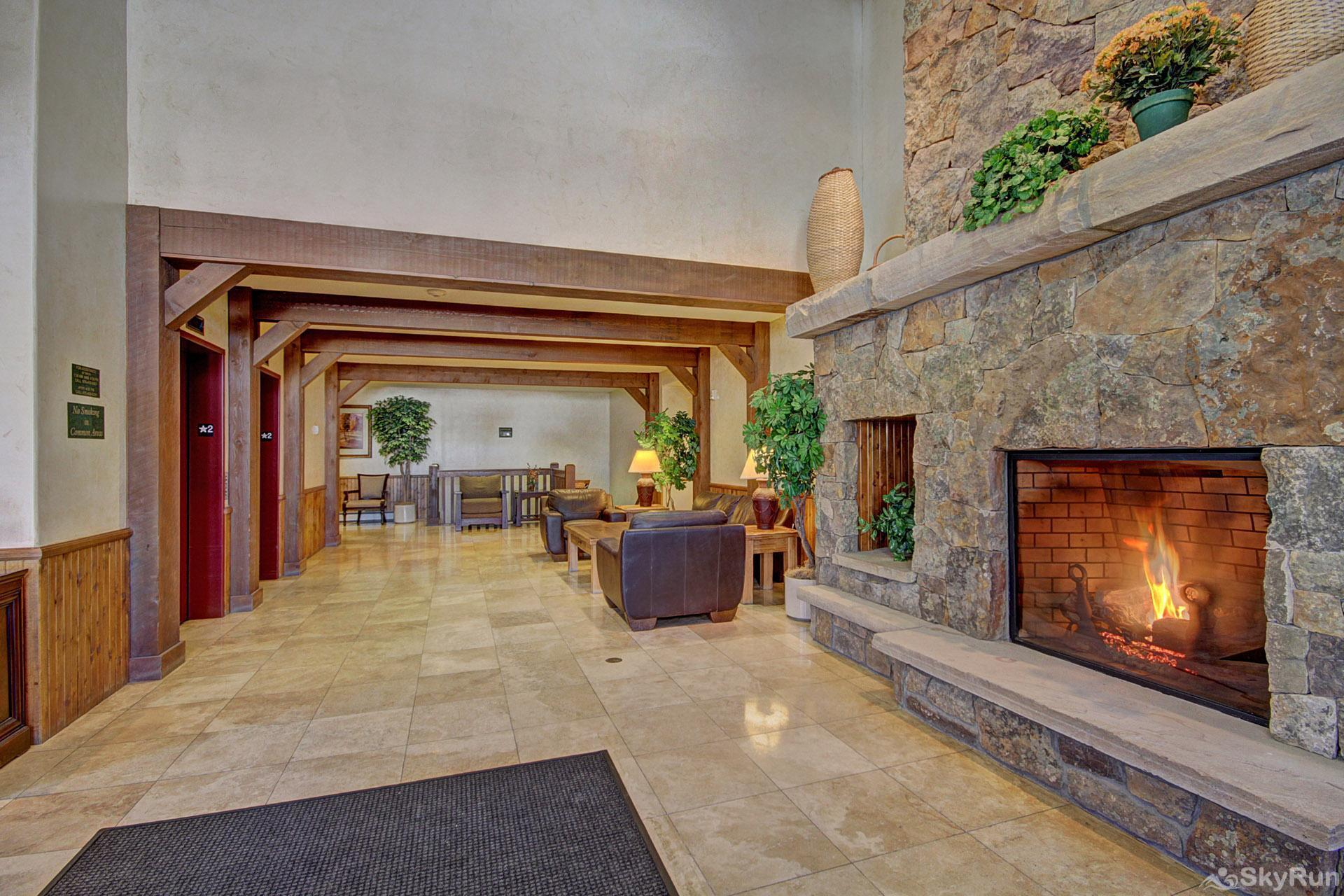 Highland Greens Lodge 210 Lobby