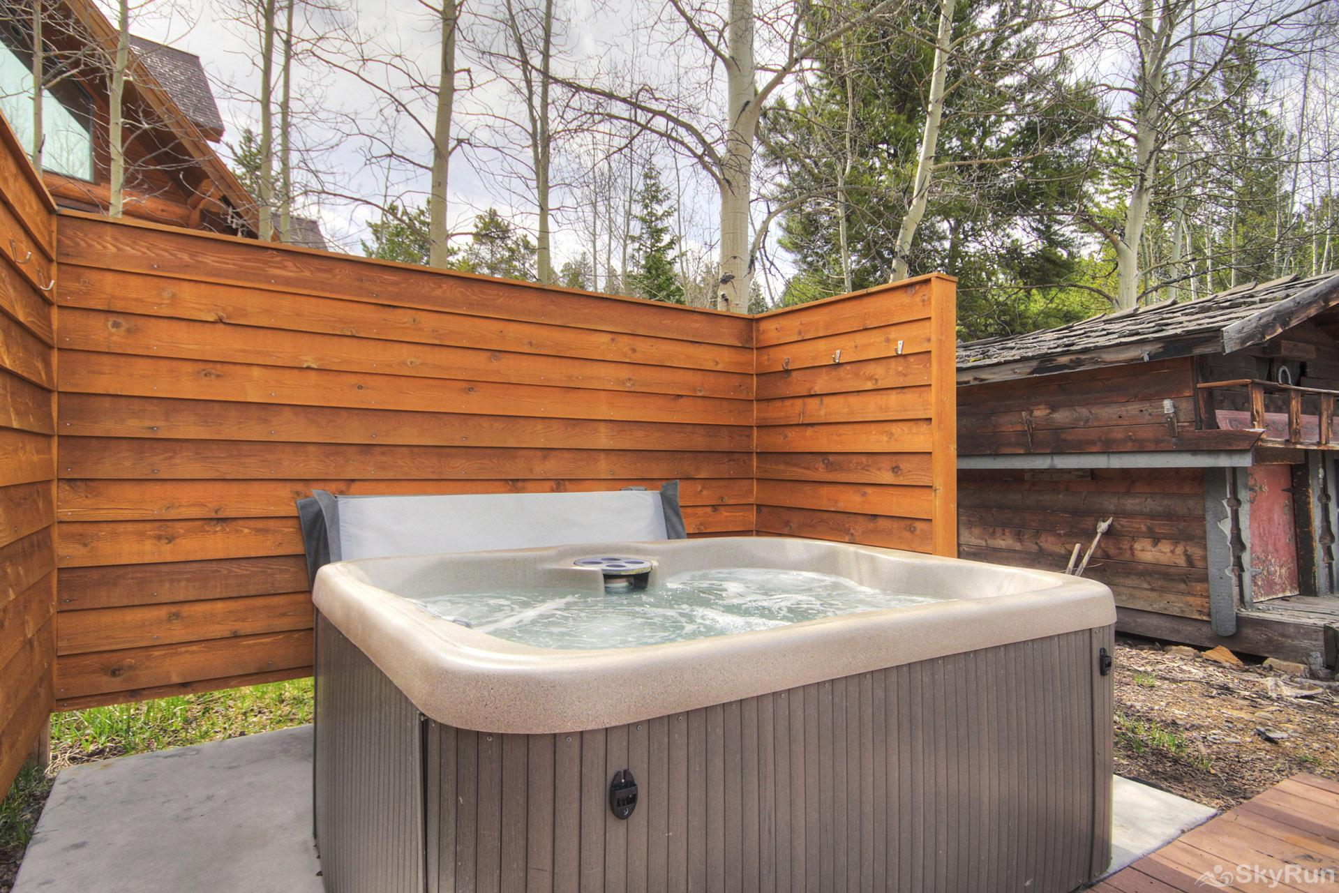 Elk Horn Cabin Relax and unwind in your private outdoor hot tub