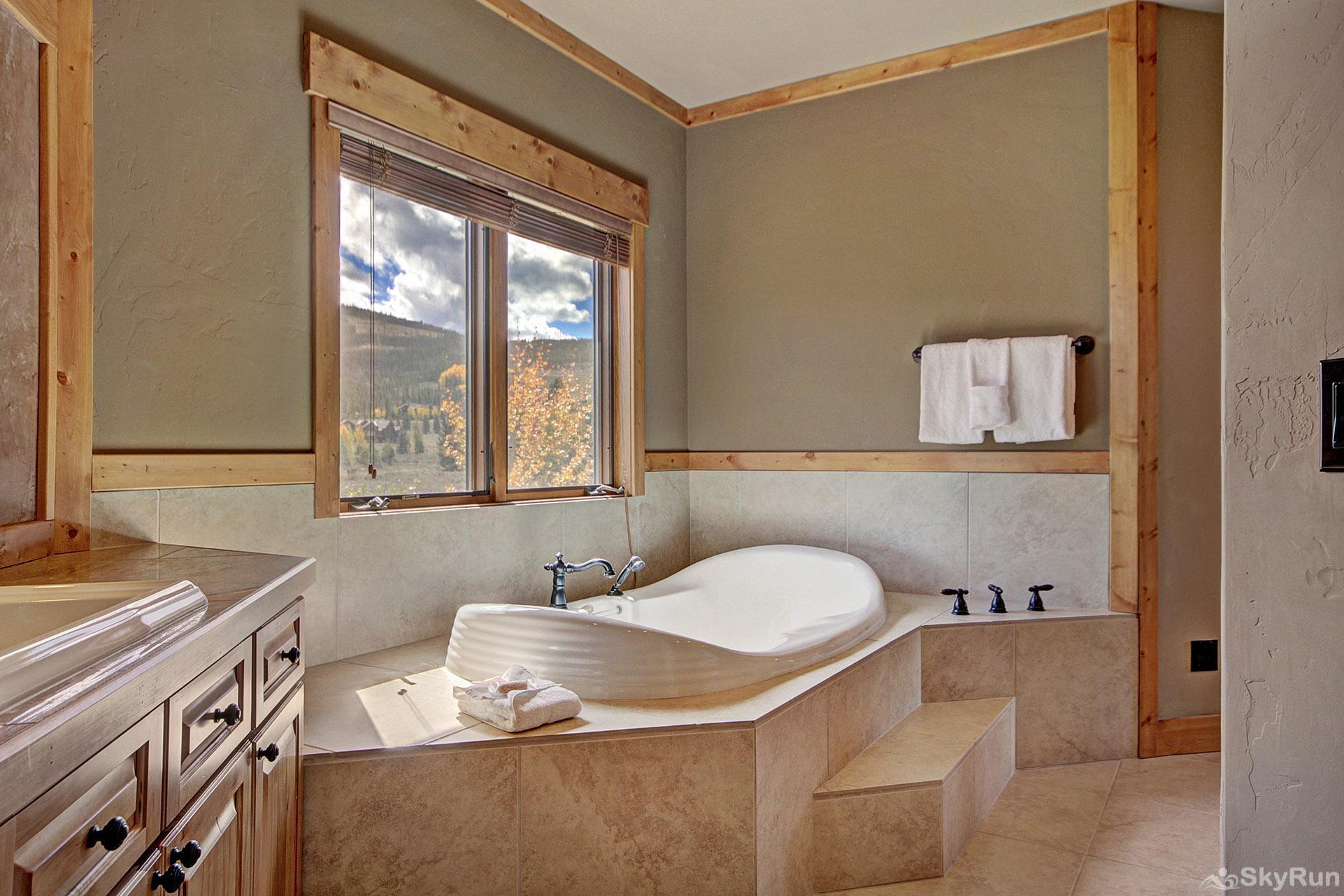 Buffalo Lodge Ensuite master bathroom