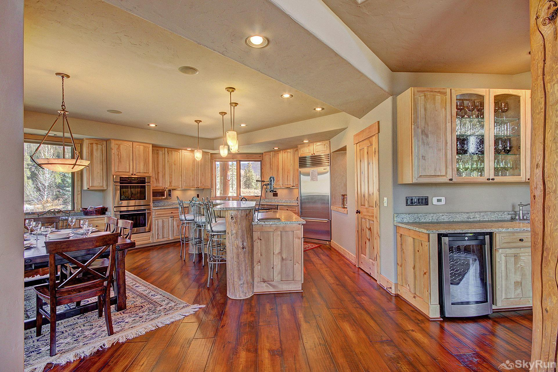Buffalo Lodge Granite counters and stainless appliances