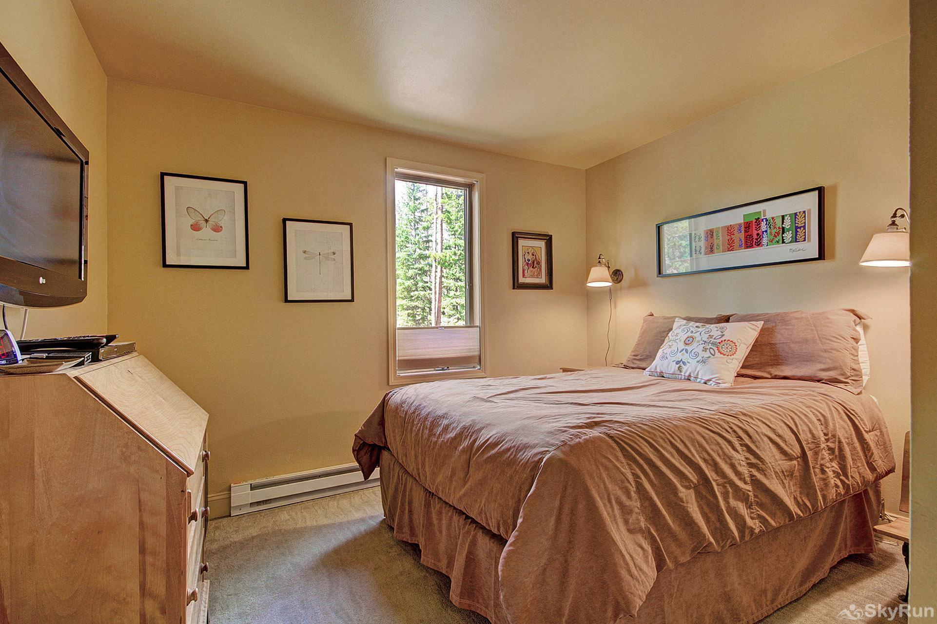 Peak Seven Cottage Queen bedroom located on the main level