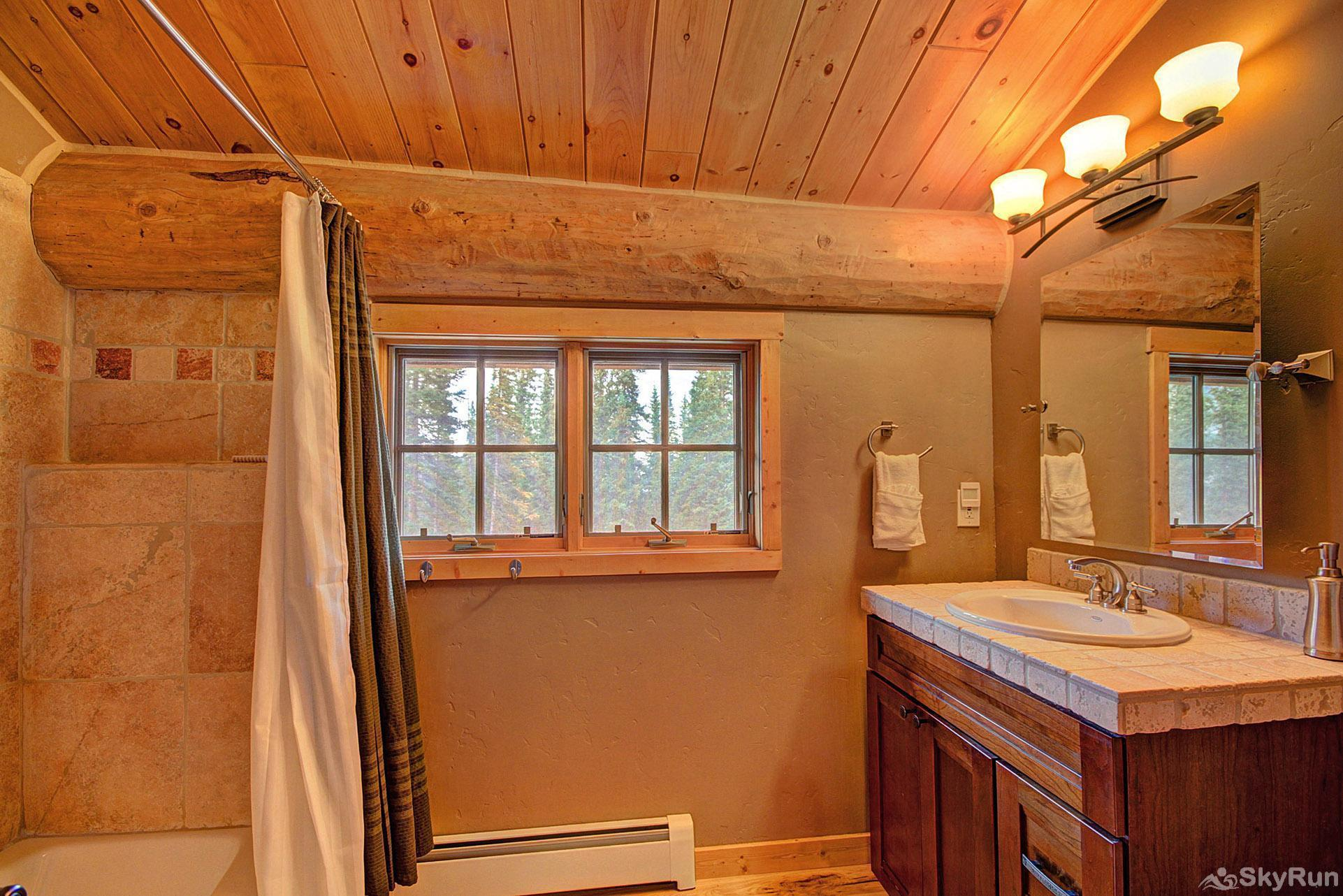 Timber Ridge Lodge Ensuite bathroom to the queen bedroom