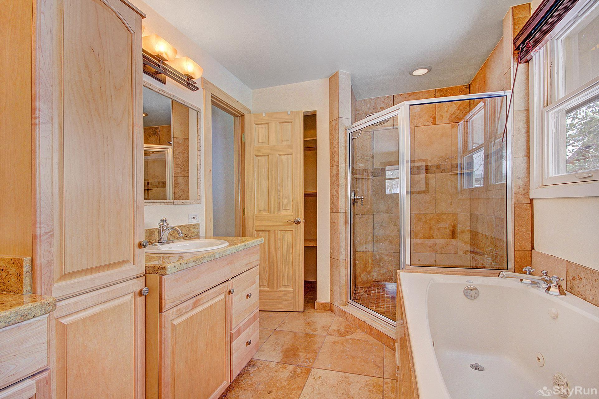 Broken Lance Lodge Ensuite 5 Piece Master Bathroom