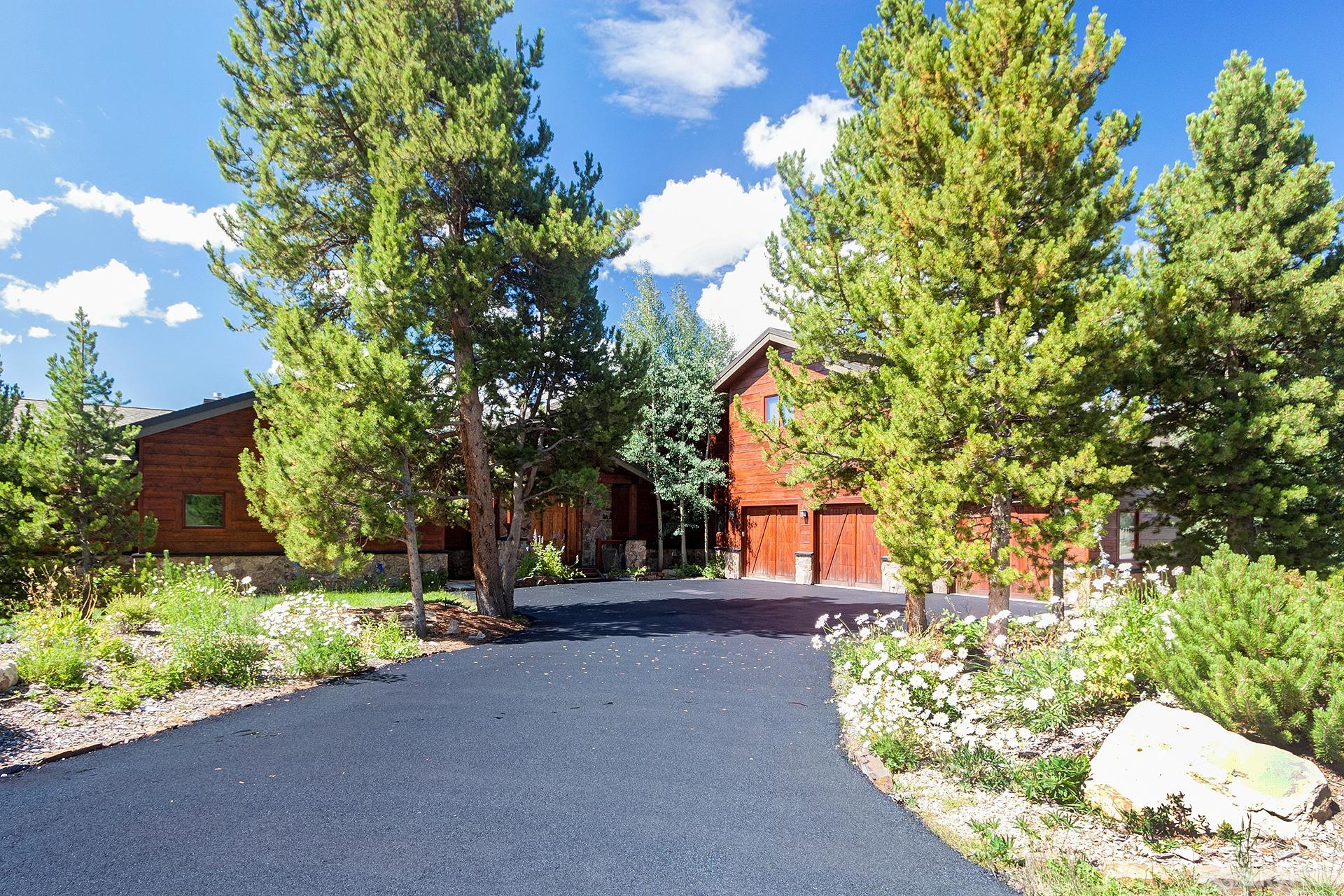 Swan River Retreat This home sits on 3.5 acres with amazing mountain views