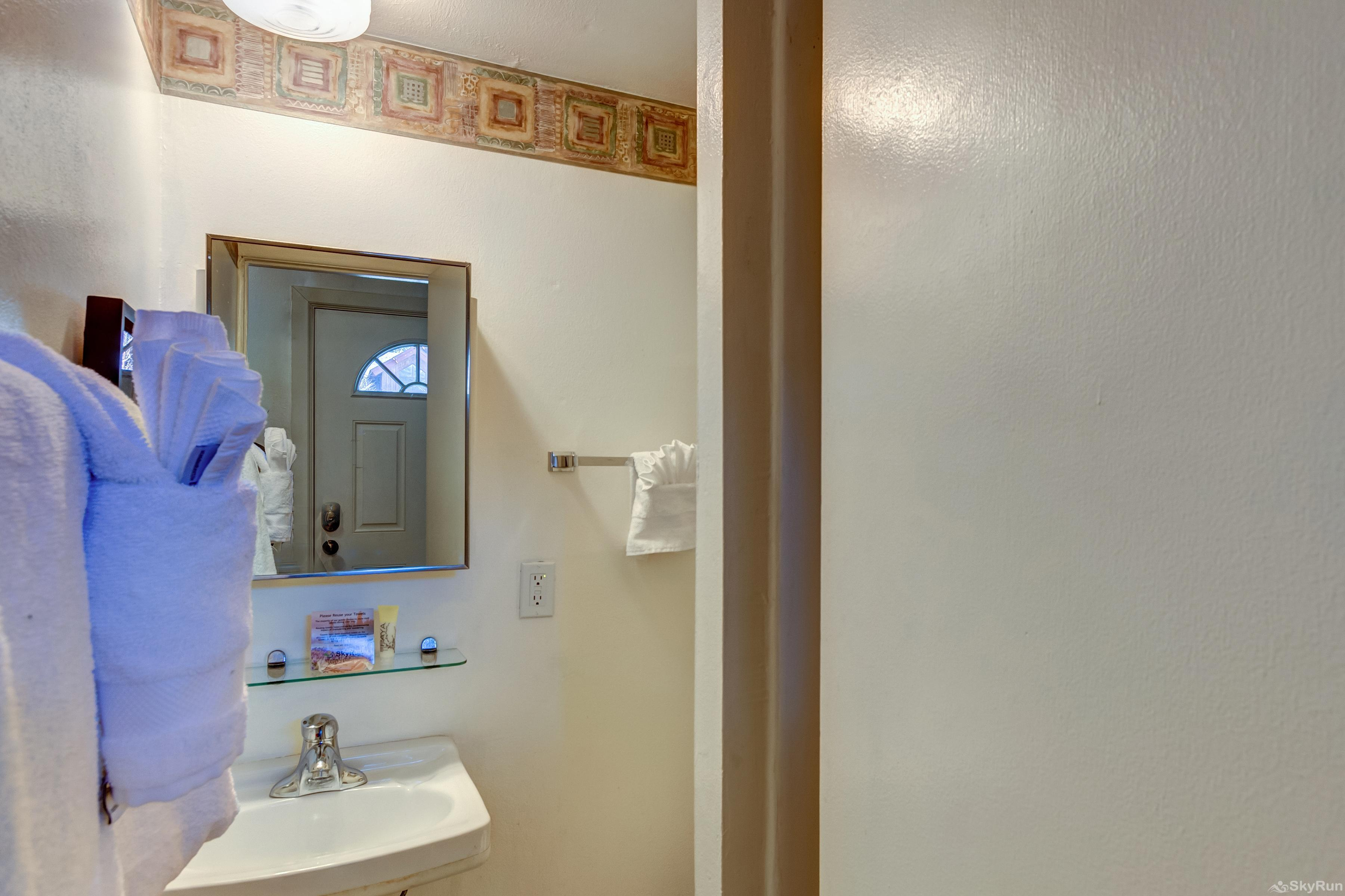 Alpine 203 Full bathroom in hallway