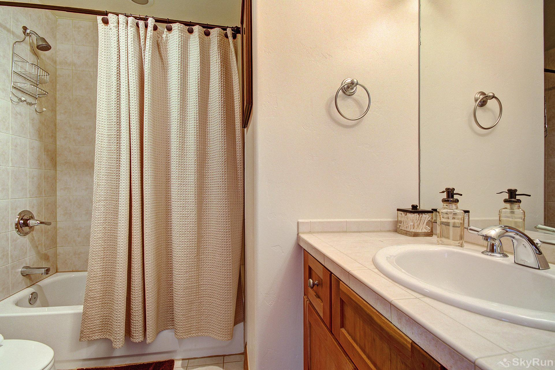Highland Greens Pine Shared full bathroom