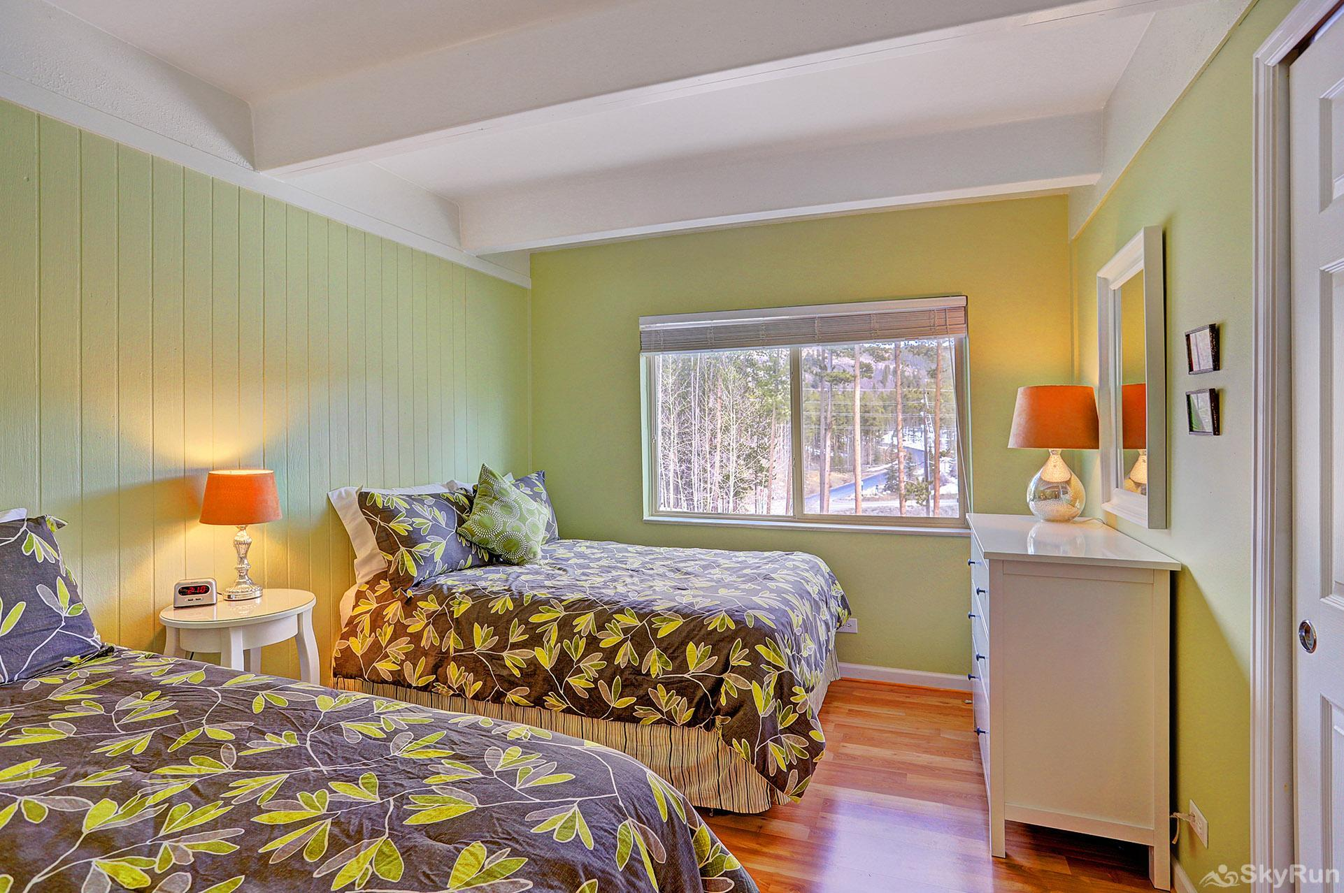 Ski and Racquet Club B106 Second bedroom with 1 twin and 1 full bed