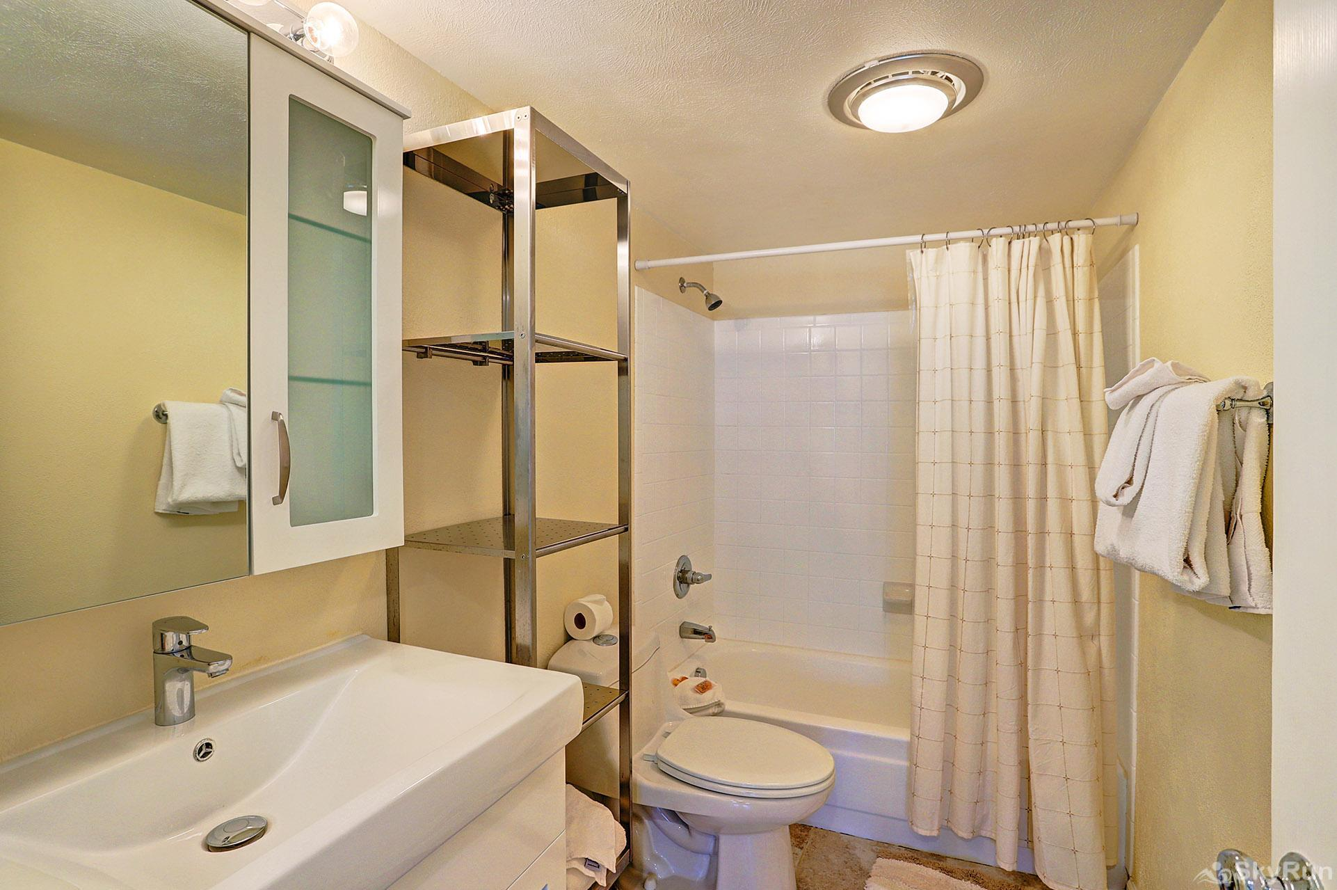 Ski and Racquet Club B106 Additional shared full bath