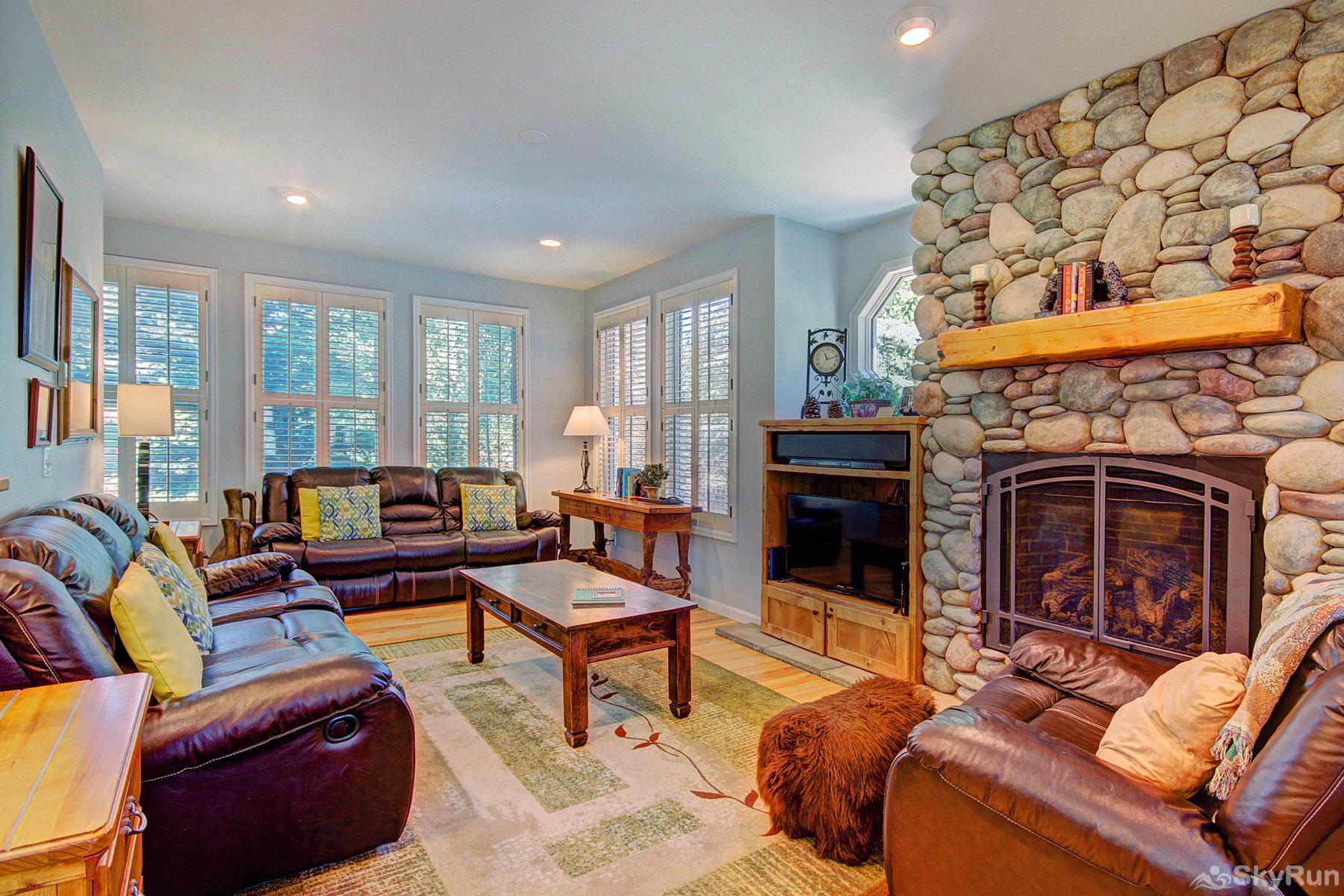 Bear Pine Chalet Stay warm and cozy by the elegant gas fireplace