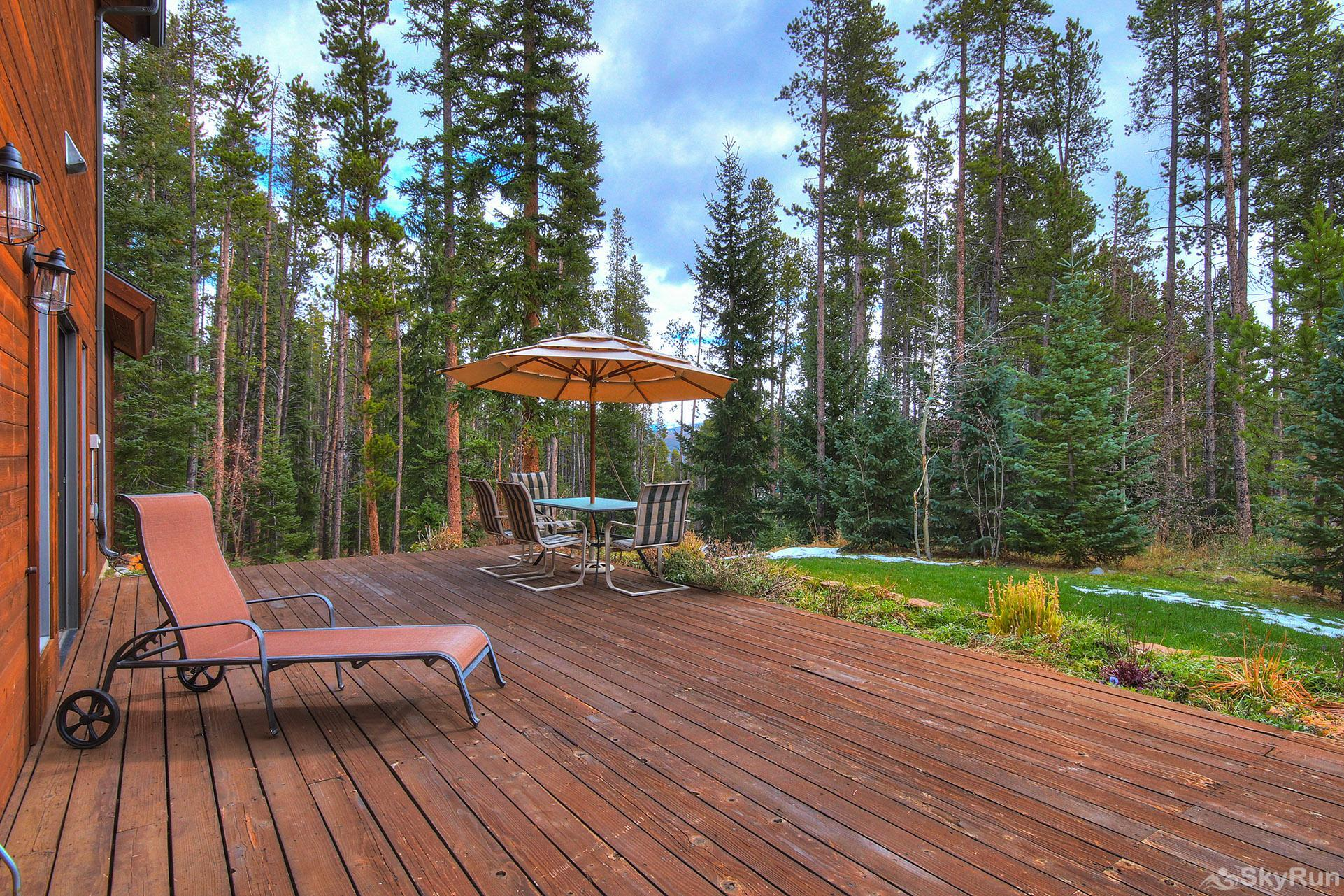 Secret Trail Lodge Enjoy fresh air from your private back deck