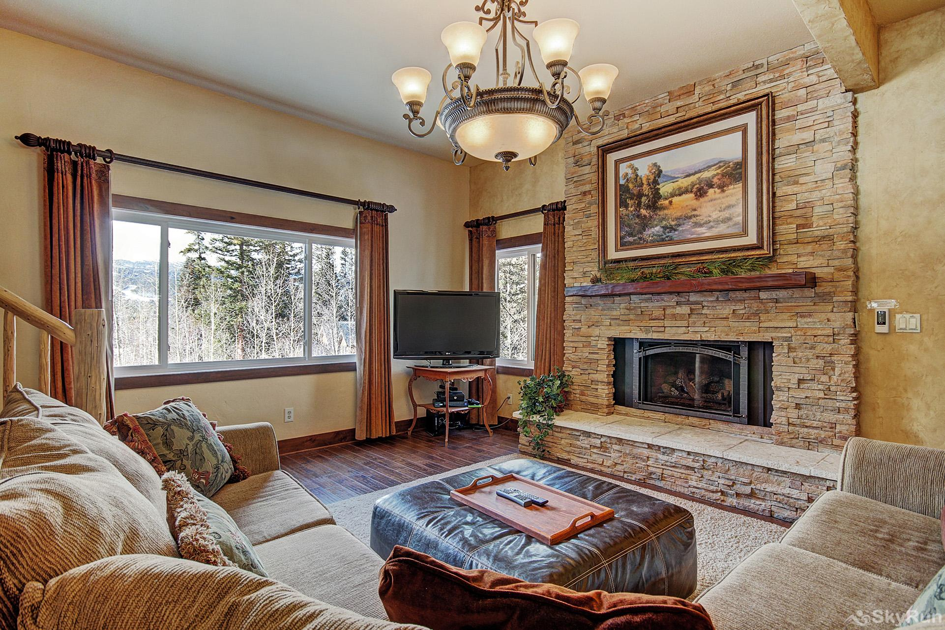 High Point Chateau Living room with gas fireplace and flat screen TV