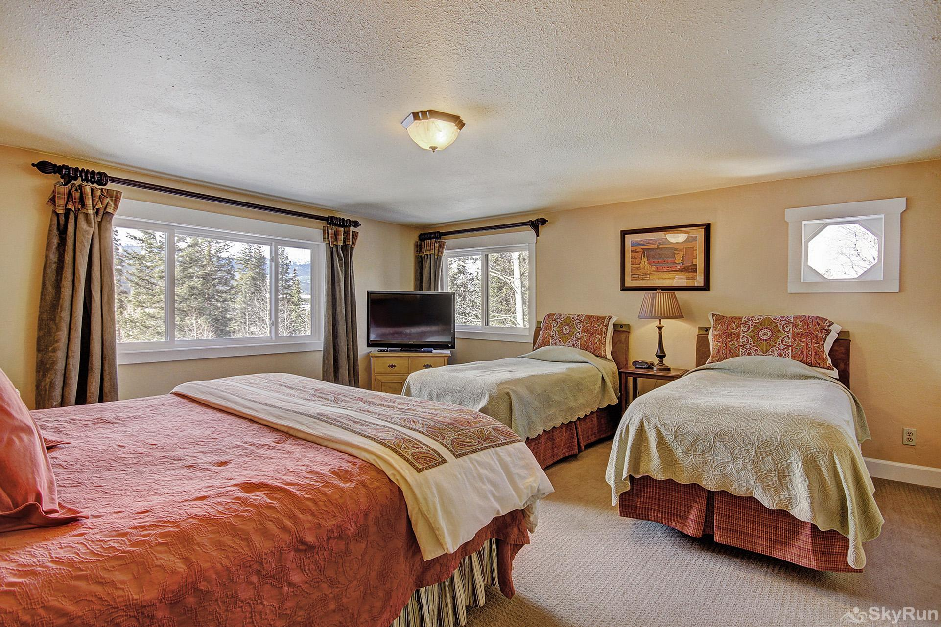 High Point Chateau Upper level king bedoom with 2 twin beds