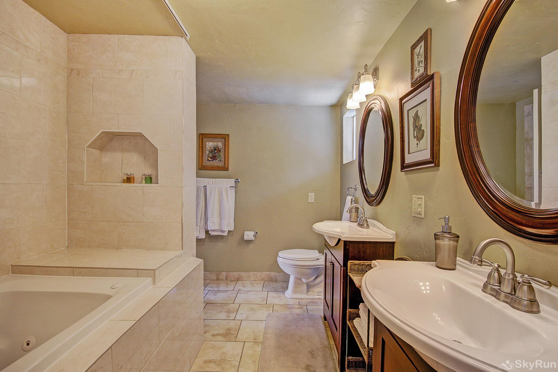 High Point Chateau Upper level ensuite bath between king & 2 twins bedroom and queen bedroom