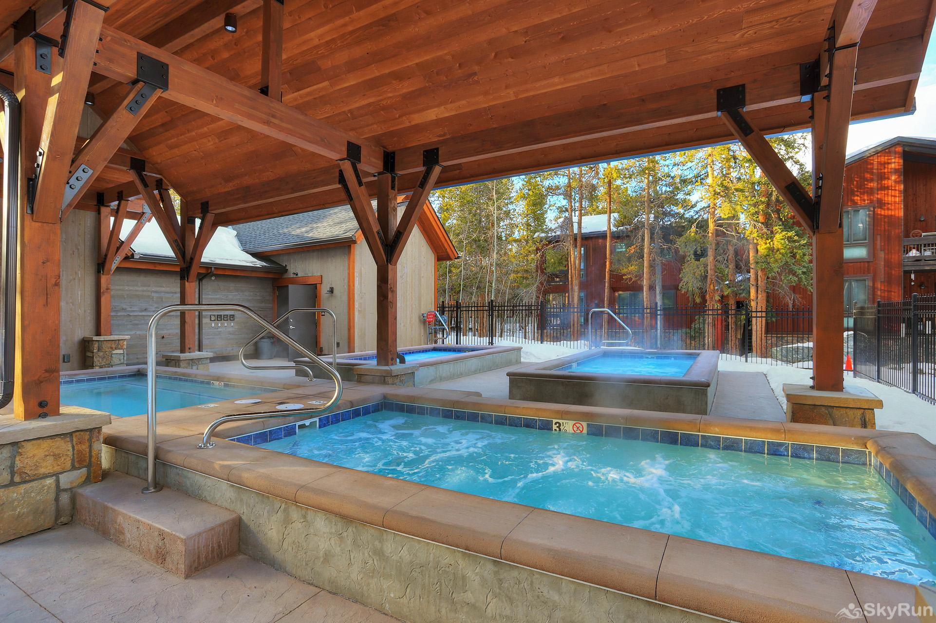 Powderhorn C202 Relax and unwind in the outdoor heated pool & hot tubs