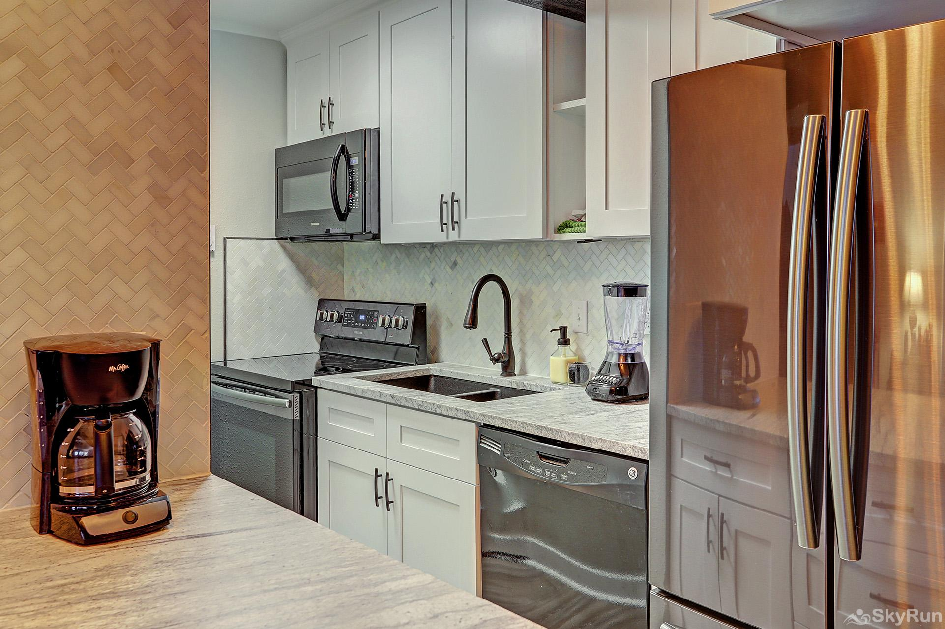 Knotty Pine Lodge Newly remodeled kitchen with modern appliances
