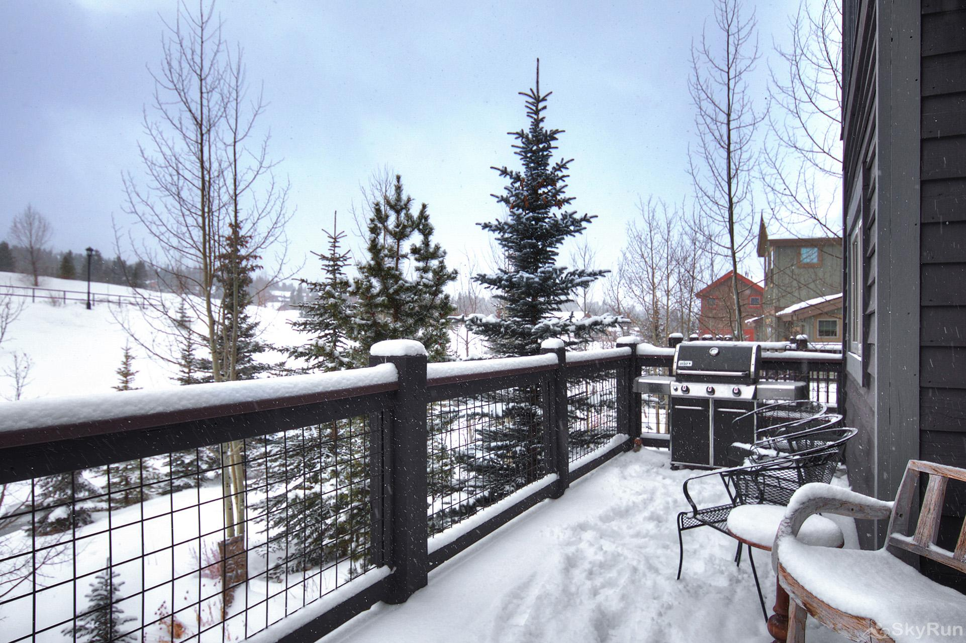 Summit Vista Retreat Private balcony with propane BBQ, mountain views