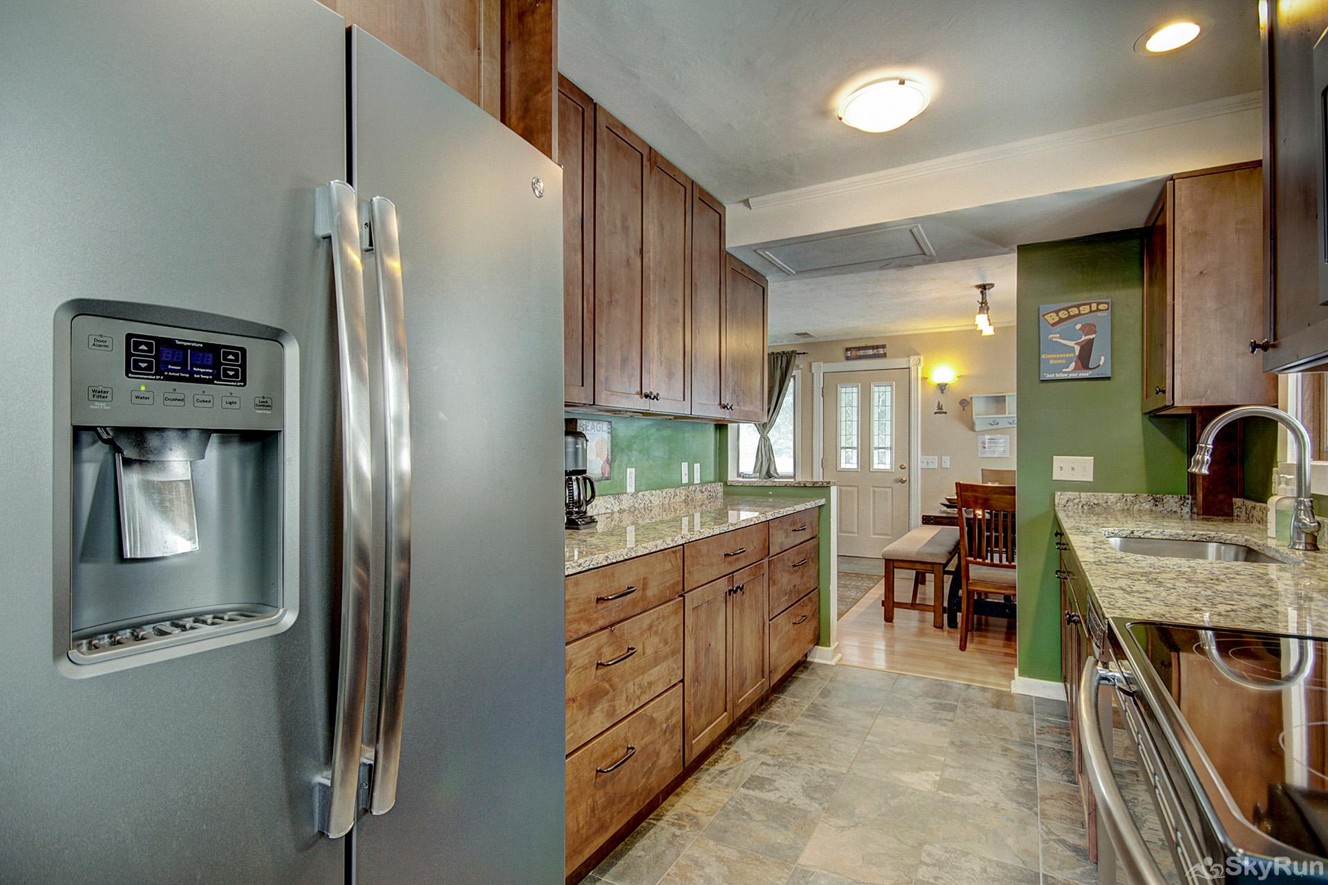 Lazy Dog Lodge Fully equipped kitchen updated with stainless steel appliances