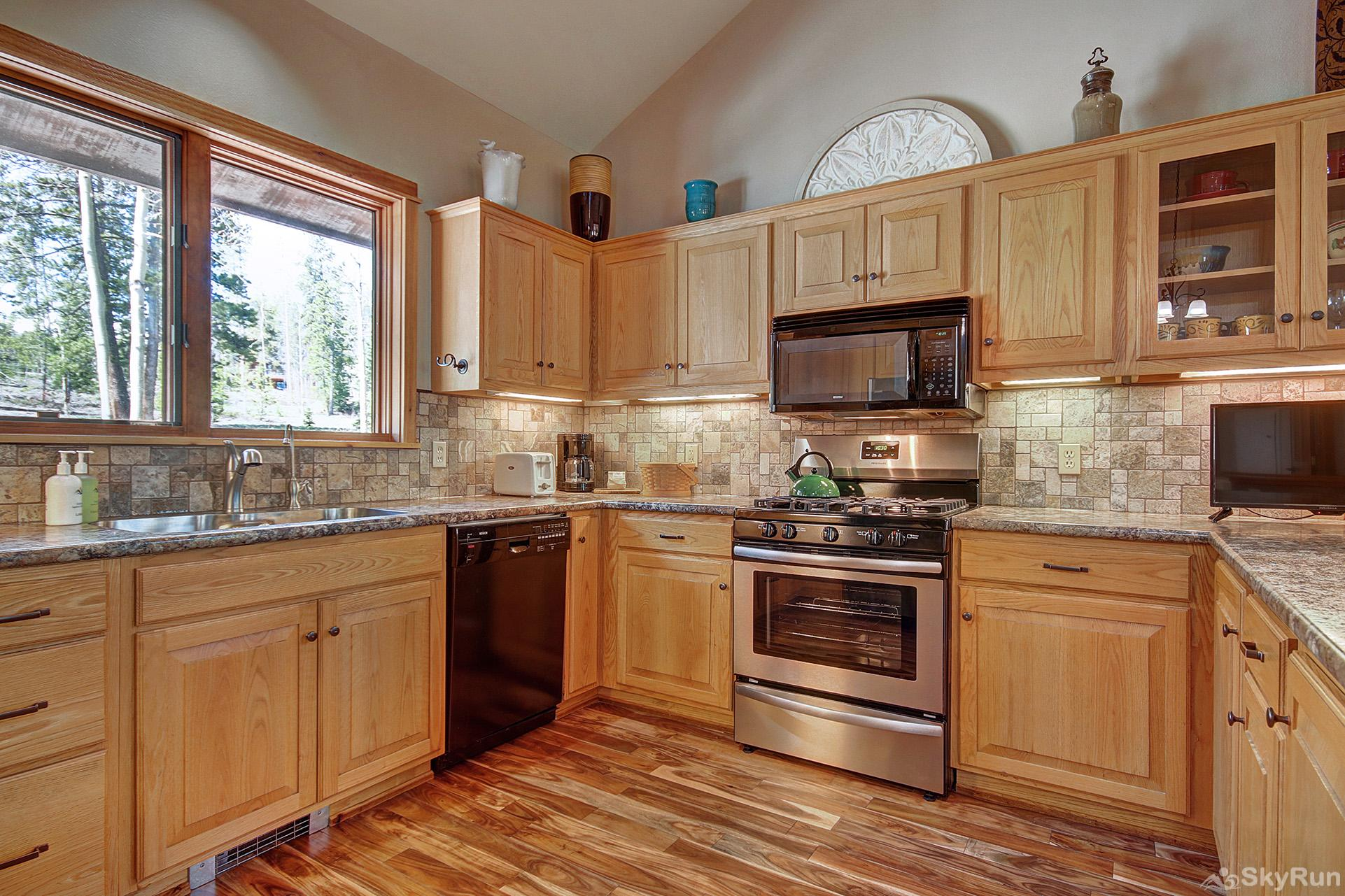 Aspen Heights Lodge Prepare tasty home cooked meals with the convenience of a fully equipped kitchen