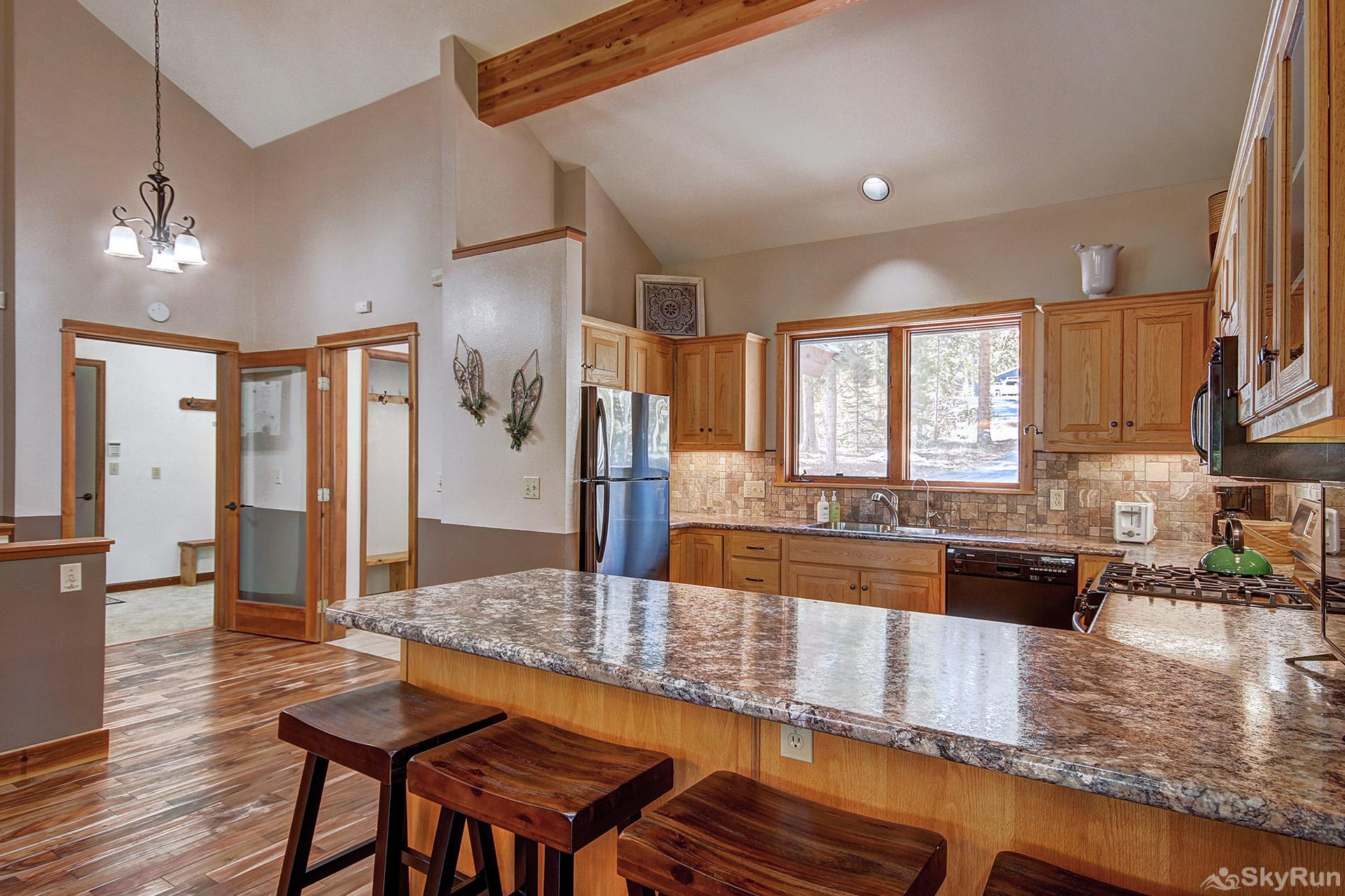 Aspen Heights Lodge Kitchen and bar top seating for 4