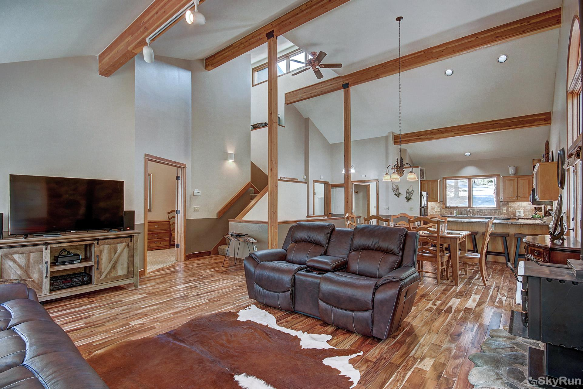 Aspen Heights Lodge Main level living room with flat screen TV, wood burning fireplace