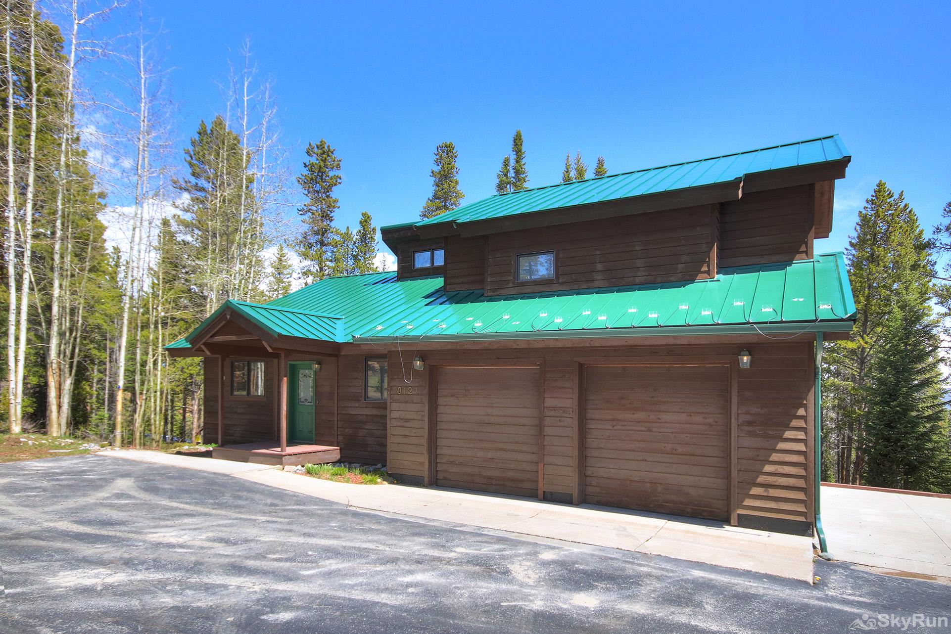 Aspen Heights Lodge Parking for 2 vehicles in the garage, 2 vehicles in the driveway