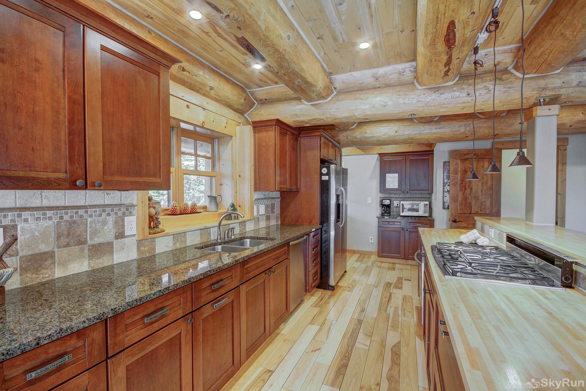 Timber Ridge Lodge Spacious kitchen with stainless appliances, gas cooktop
