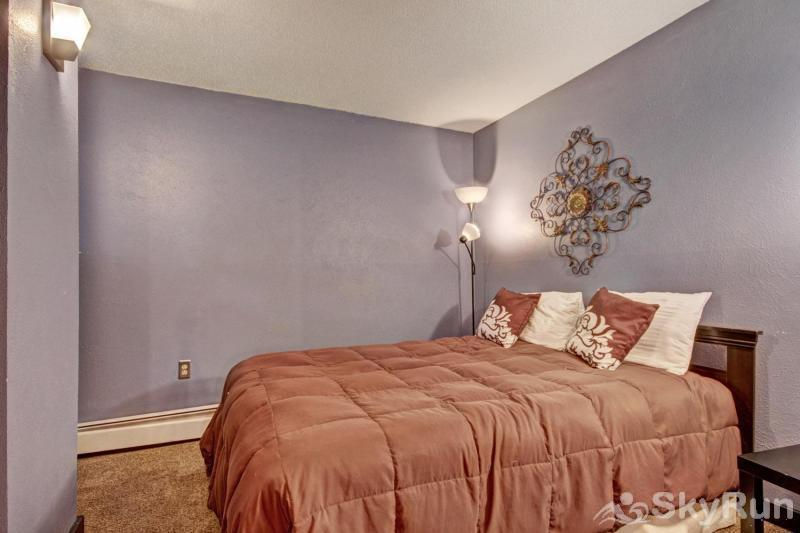 Gold Camp E85 Queen bedroom