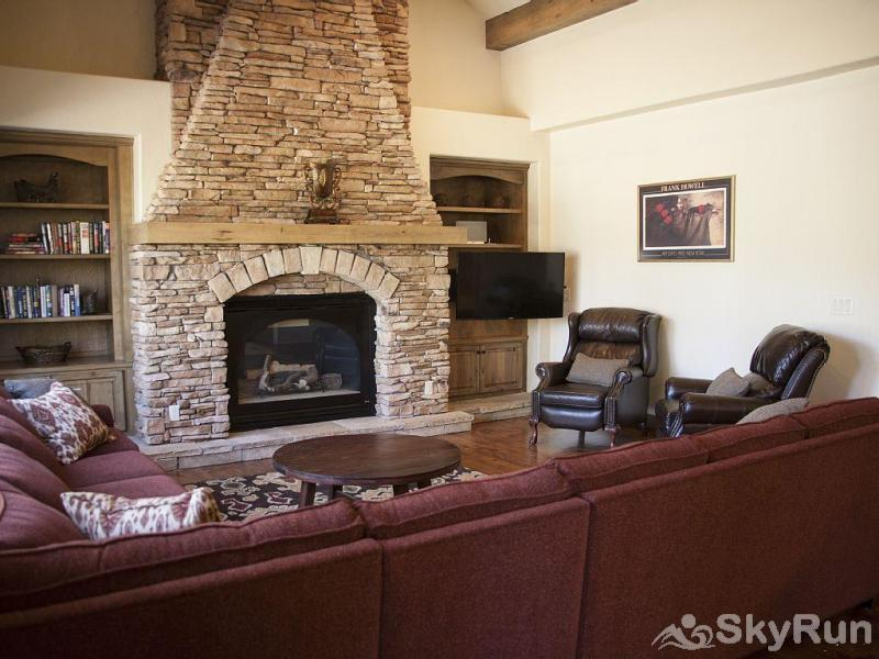 Mountain Sky Lodge Spacious living room with gas fireplace