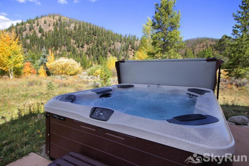 Buffalo Lodge Enjoy the views from the brand new hot tub