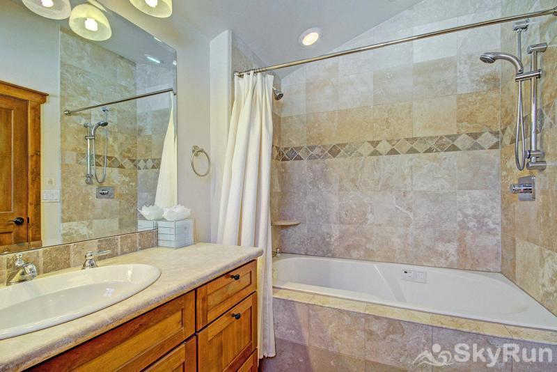 Mountain Ridge Chalet Master ensuite bathroom