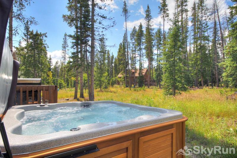 Peak Seven Cottage Shared outdoor hot tub