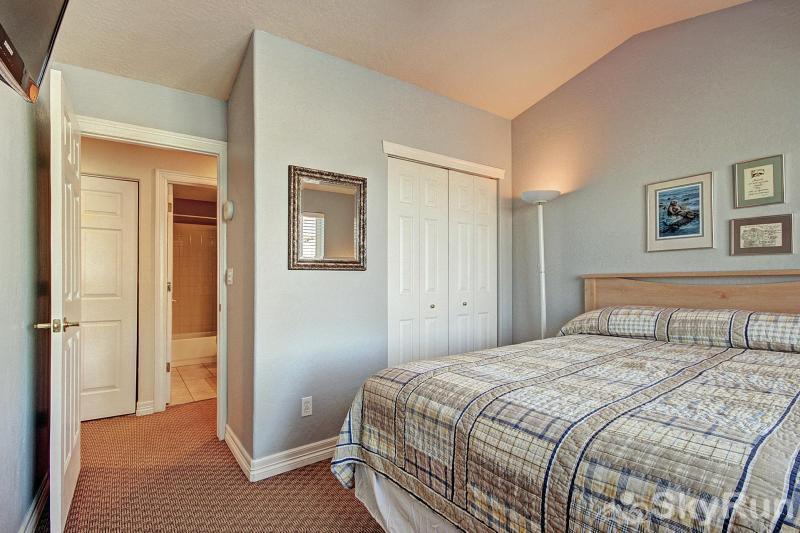Kingdom Park Retreat Bedroom #3 - Queen bedroom (alternate bedroom)