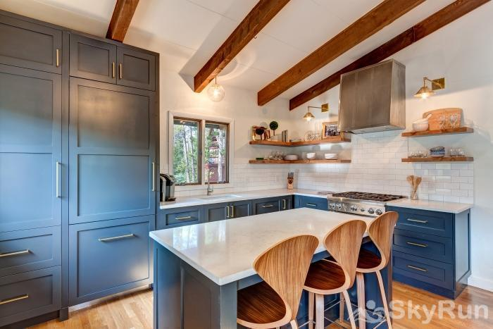 Mountain View Chalet Beautifully remodeled modern kitchen