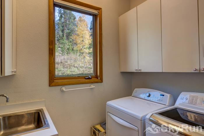 Ten Mile Lodge Washer and dryer provided in-house