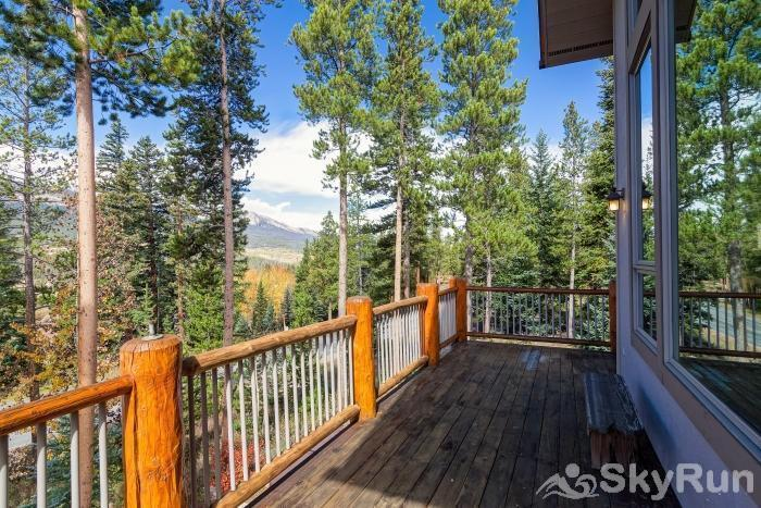 Ten Mile Lodge Large porch overlooking Breckenridge