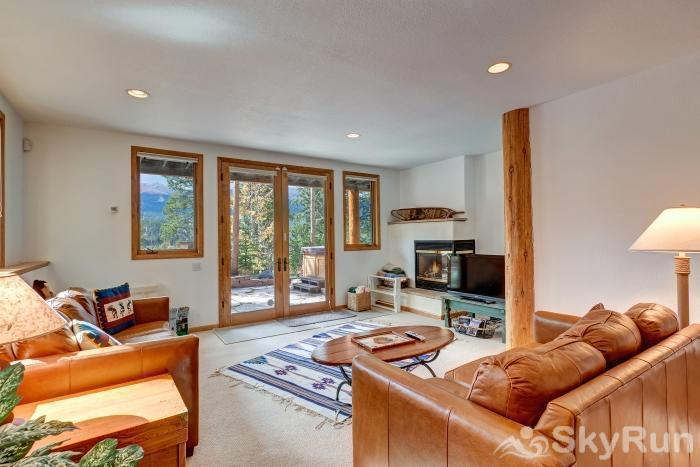 Ten Mile Lodge Additional living area with fireplace and cable tv