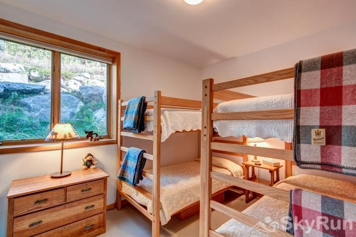 Ten Mile Lodge Bunk room, 4 beds, sleeps 4