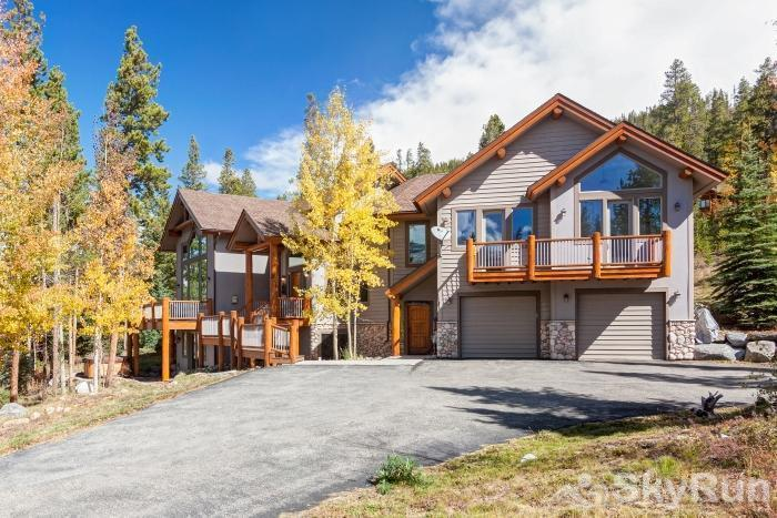 Ten Mile Lodge Gorgeous 4 bedroom, 3.5 bath home