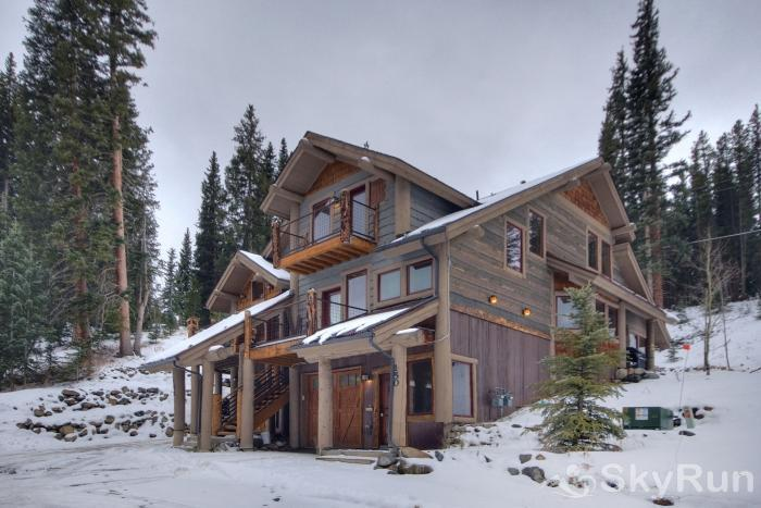 Lodgepole Chalet Lovely ski chalet with free shuttle stop directly in front of the home