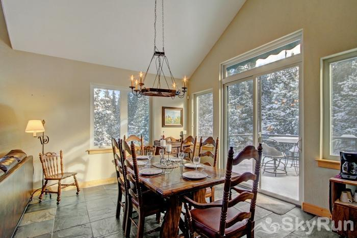Twin Creek Lodge Dining area with seating for 8