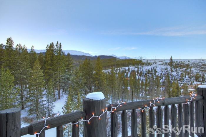 The Moose Chalet Look out over the beautiful Rockies from your private deck