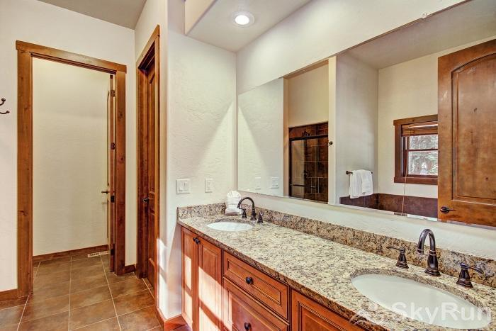 Red Mountain Lodge Private master bath in king bedroom suite