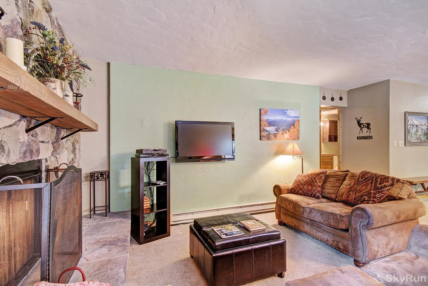 Sundowner II 201 Comfortable living area with gas fireplace and flat screen TV