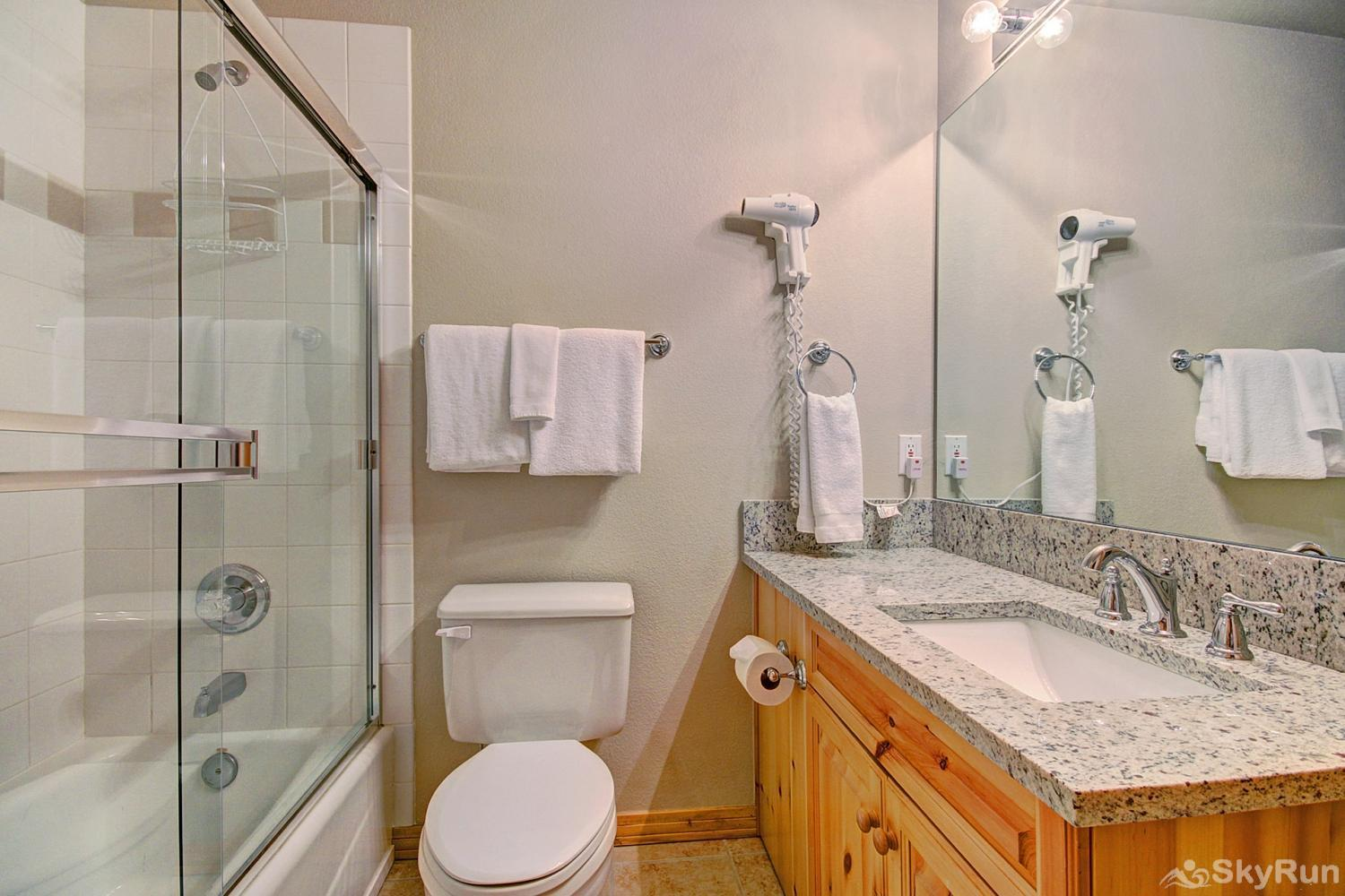 Elk Ridge Retreat Shared full hall bathroom