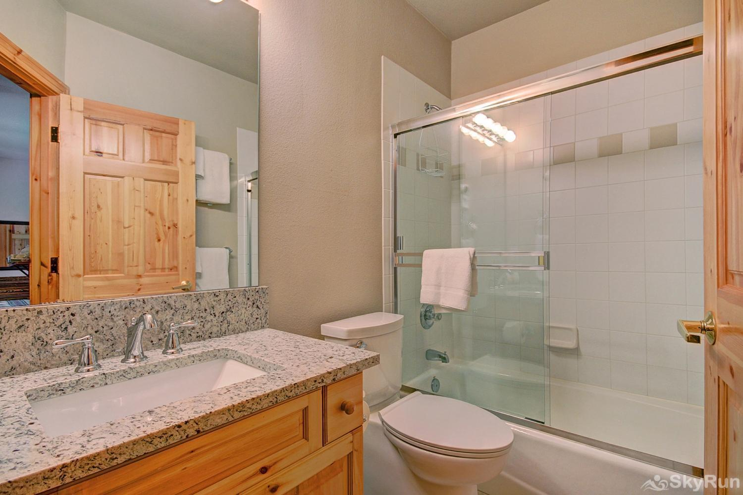 Elk Ridge Retreat Private queen ensuite bathroom