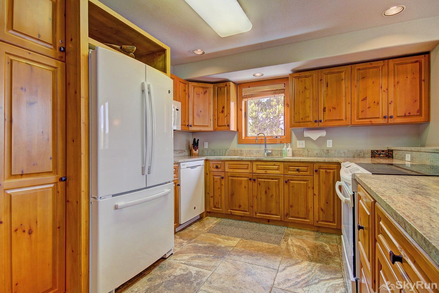 Elk Ridge Retreat Alternate view of fully equipped kitchen