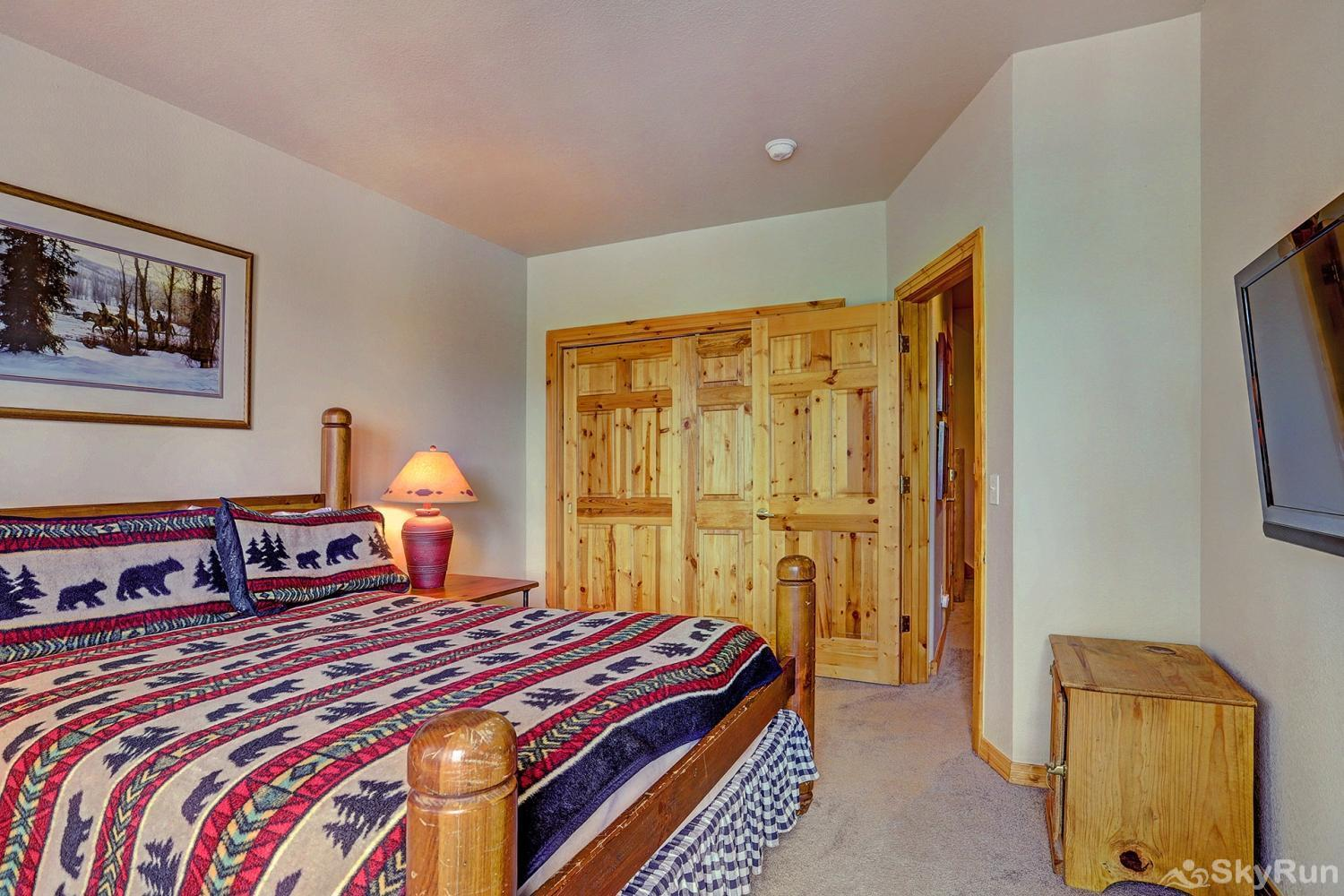 Elk Ridge Retreat Third bedroom with queen size bed and flat screen TV